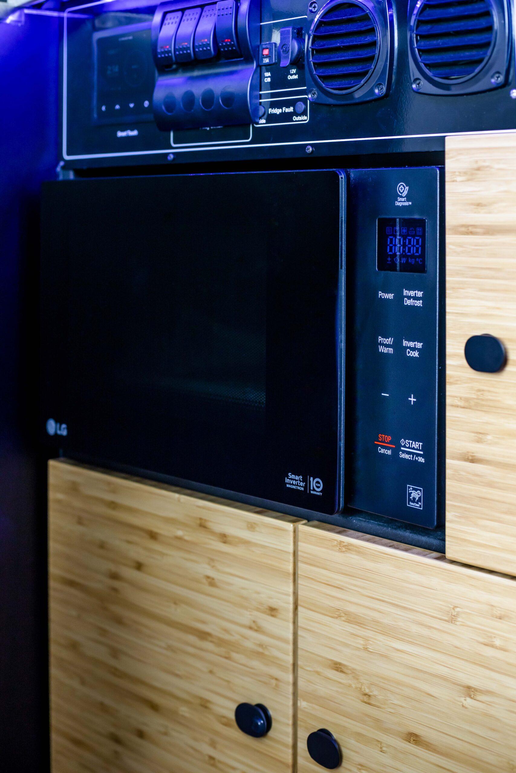 Karavan Microwave